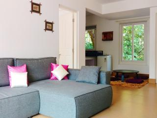 Trendy Holiday Apt close to Anjuna Flea Market Goa, Arpora