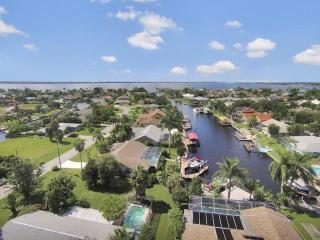 Luxury Villa 3 bd. on SW Canal  2min from River, Fort Myers
