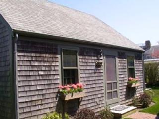 2 Bedroom 1 Bathroom Vacation Rental in Nantucket that sleeps 4 -(10152)
