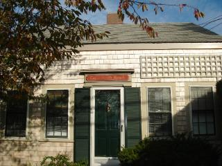 3 Bedroom 1 Bathroom Vacation Rental in Nantucket that sleeps 6 -(3694)