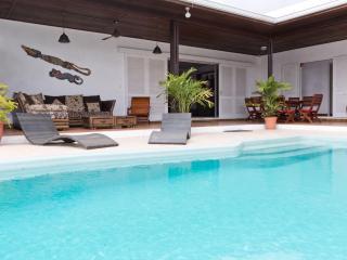 Grande Villa en bord de Lagon avec piscine, Saint-Gilles-Les-Bains