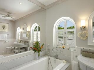 Elegantly Decorated Three-Bedroom, Three Bathroom  Villa