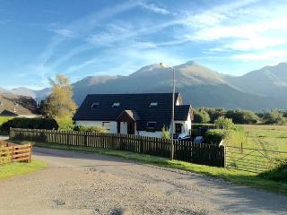 Near Glencoe, Highlands: Sealladh na Beinne: bright & large apartment for 2