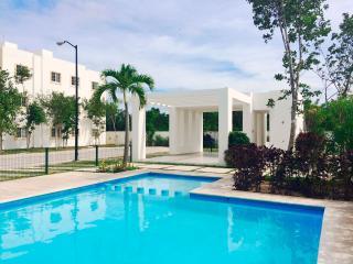 Beautiful 2 bdr Apartment Swimming Pool, Playa del Carmen
