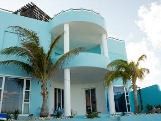 Casa Cielo 2-3BR Oceanfront Villa, Isla Mujeres
