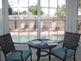 Recently Renovated Ground Floor 1BR 1BA Sleeps 4 w/ Pool, WiFi, 1 Block to Beach