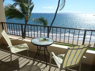 OCEANFRONT Delightful 1 BR for 2 adults, Kihei