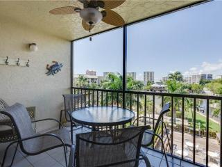 Santa Maria 300, 3 Bedroom Corner Unit, Heated Pool, Hot Tub, Fort Myers Beach