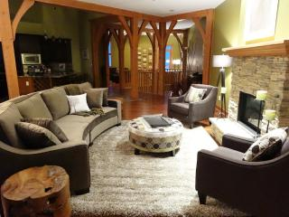Mountain Jewel - Luxury Duplex Chalet with Private Hot - Ski in/Ski out