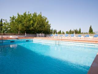 Villa Joana, chalet con piscina y chimenea