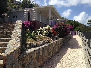 Perfect bungalow for a couples getaway, Orient Bay