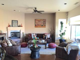 Sonoran Desert Style Home 2BR/2BA + Den and Privat, Phoenix