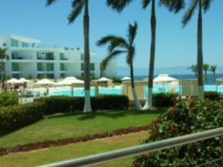 Beachfront One bedroom condo with great views, Bucerias
