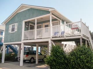 """Sea Mint"" Family Beach Cottage... Walk to Beach!, Garden City Beach"