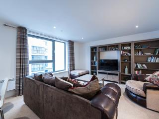 Riverside Apartments -2 bed, 2 bath, lift, parking, Edimburgo