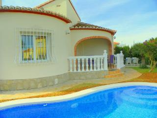 Villa Maria, comfy villa, private pool and garden, Denia