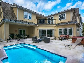 Low Country Manor, 6 Bedroom Private Heated Pool, 3rd Row to Beach, Sleeps 16, Hilton Head