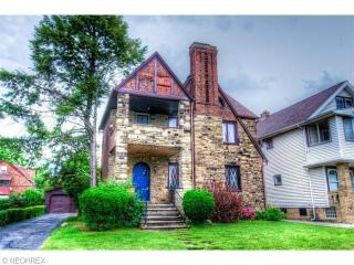 Cozy Stone Castle 12 Mins To CWRU/Cleveland Clinic
