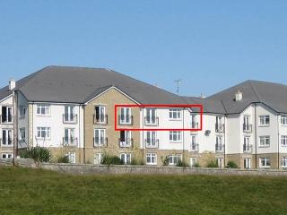Links Apartment Top Floor - sea views - 2 bedroom, Brora