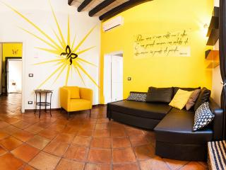 yellow BUTTERFLY APARTMENT trastevere Roma, Vatican City