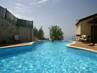 Heated Pool Luxurious Villa in Drimonas 12-15 ppl, Agios Nikitas