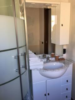 villa bathroom 4