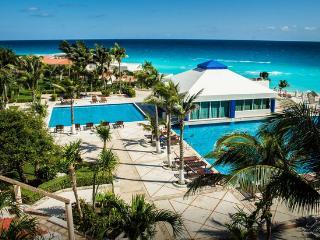 Breathtaking Ocean View on the Beach in Hotel Zone