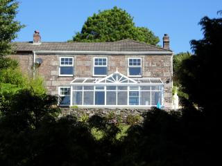 Lovely Cornish Cottage with Garden, Pool, & Views, Lanner