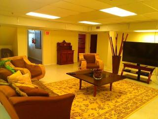 Common area: 65' SmartTv with cable and plush seating for your relaxation. WiFi included!