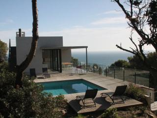 Modern villa, pool, very quiet, 5min to the beach, Begur