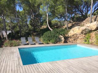 Modern villa, pool, very quiet, 5min to the beach