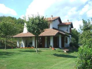 Lago d'Orta, Madonna del Sasso, villa con giardino