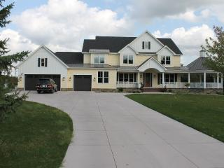 New Private Home 2 mi from Haziltine National Golf, Chanhassen
