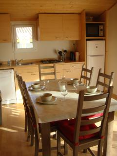The kitchen and the diningtable