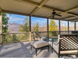 Lakeside Manor-Rumbling Bald Resort