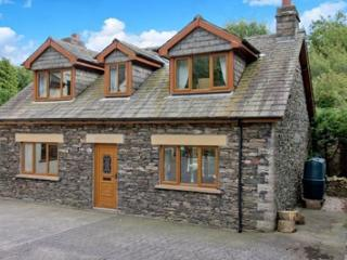 Lake District Country Cottage, Hot tub, Log fire, Backbarrow