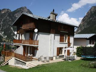 Chalet 3 * for family holidays in summer and winter mountain