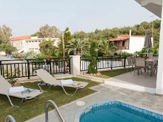 Villa Synthia, Panormos