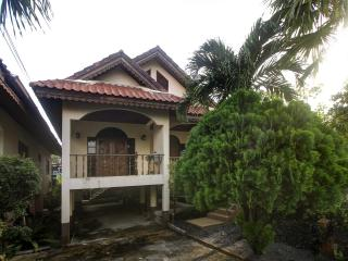 House. 300 m. to beach surin. 2 br, Phuket Town
