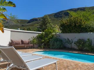 Fabulous 4 Bed House with Pool, Hermanus Heights