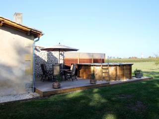 """Farmhouse-vineyard, views, pool, wifi, games-room - """"Le Prunier"""" at Les Marais"""