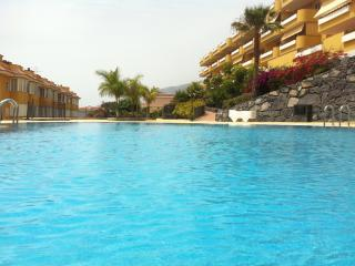 Two-level apartment, excellent view, swimming pool, Los Gigantes
