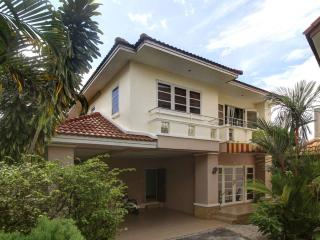 Djast Villa only 9 min to Bang Tao beach