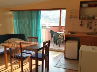 Cosy studio for 3 with a beautiful seaview