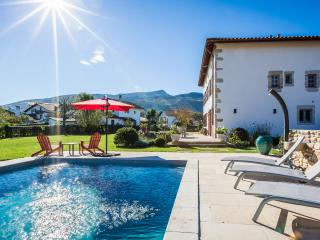 Charming 6 Bed Lux Private Country Villa with Pool, Ascain