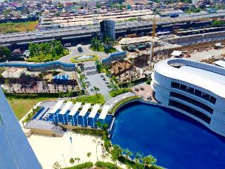 Azure Urban Beach Resort 1BR Condo with parking, Paranaque