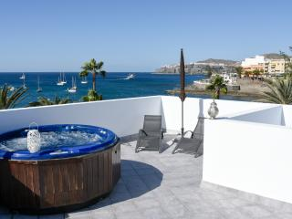 Luxury flat with terrace and hot tub, Arguineguin