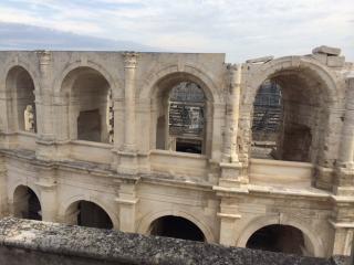 Duplex de charme, terrasse, vue sur les arenes