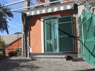Emily1, appartamento bilocale con giardino e vista, Bonassola