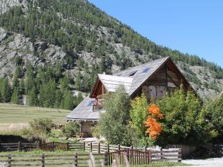 Chalet XVIIIè  entièrement rénové, gîte 6/8 places 100m² avec jacuzzi et sauna.